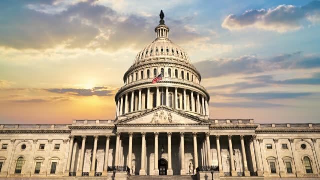 birleşik devletler kongre binası'nda gün batımı. - kubbe stok videoları ve detay görüntü çekimi