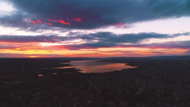 solnedgång över varna, bulgarien centrum och katedralen av antagandet, antenn drönarvy - high dynamic range imaging bildbanksvideor och videomaterial från bakom kulisserna