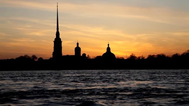 sunset silhouette of st. petersburg - peter and paul cathedral bildbanksvideor och videomaterial från bakom kulisserna