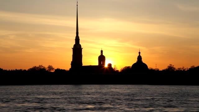 sunset silhouette of st.petersburg. high speed - peter and paul cathedral bildbanksvideor och videomaterial från bakom kulisserna