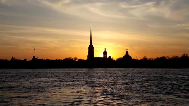sunset silhouette of white nights - peter and paul cathedral bildbanksvideor och videomaterial från bakom kulisserna