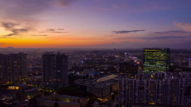 stockvideo's en b-roll-footage met avondrood bangalore stadsgezicht luchtfoto panorama timelapse 4k india - twilight