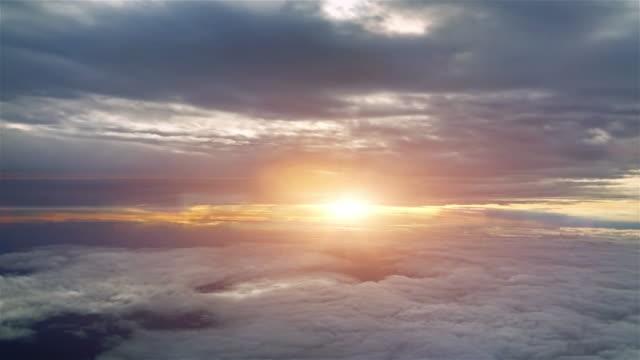 sunset sky from airplane - skrzydło samolotu filmów i materiałów b-roll