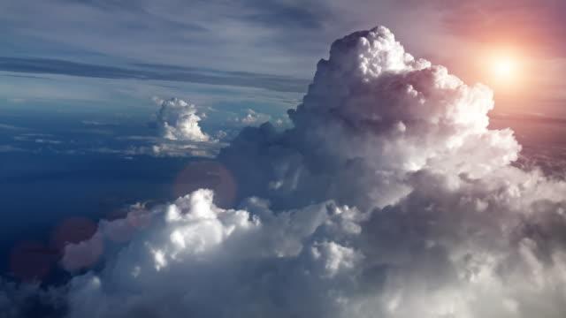 선셋 스카이 메트로폴리스 비행기 - 카피 공간 스톡 비디오 및 b-롤 화면