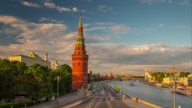 solnedgång sky moskva floden kreml trafik bay panorama 4 k tid förfaller ryssland - kreml bildbanksvideor och videomaterial från bakom kulisserna
