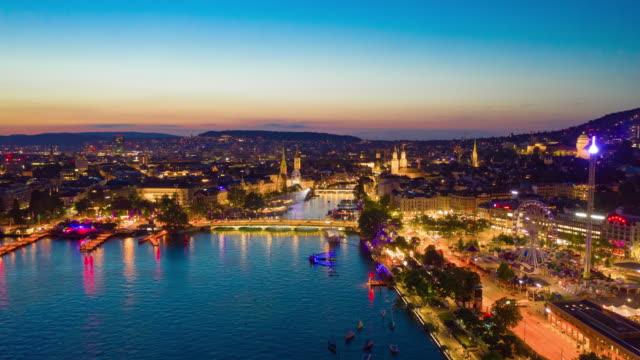 coucher du soleil ciel nuit illuminévol vol au-dessus de Zurich bord du lac panorama aérien 4k timelapse suisse - Vidéo