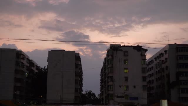 sunset sky sanya city lägenhetsbyggnader panorama 4k hainan kina - walking home sunset street bildbanksvideor och videomaterial från bakom kulisserna