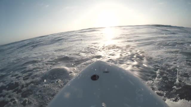 stockvideo's en b-roll-footage met zonsondergang surfen - westelijke verenigde staten