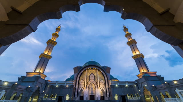 sunset time lapse at the federal mosque of kuala lumpur - malese video stock e b–roll