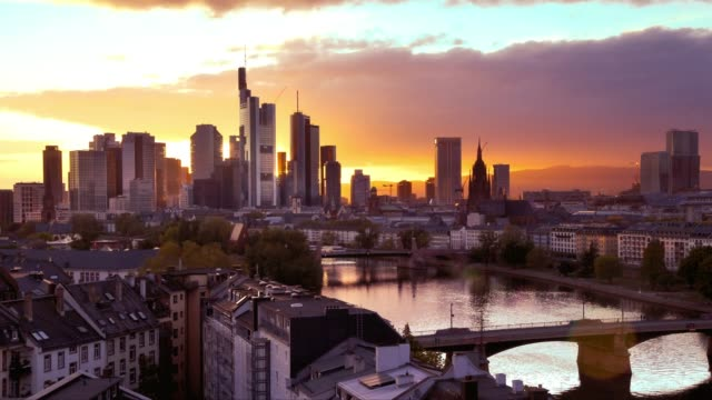 sunset timelapse of frankfurt germany - francoforte sul meno video stock e b–roll