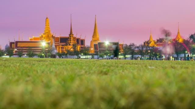 Sonnenuntergang bis Nacht Zeitraffer in Großer Palast, Bangkok – Video