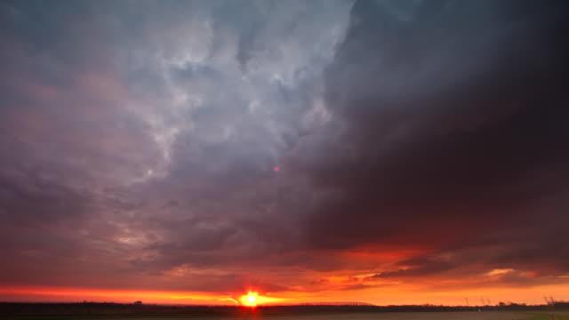vidéos et rushes de coucher du soleil - couleur saturée