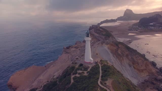 vídeos de stock e filmes b-roll de sunset view of castlepoint lighthouse. - wellington