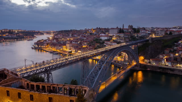 vídeos de stock e filmes b-roll de sunset view over porto and the d. luis bridge, portugal - timelapse - rain clouds porto portugal