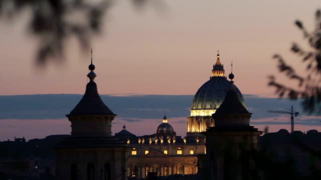 tramonto viste sulla basilica di san pietro a roma: città del vaticano, il cristianesimo, fede, papa - peter the apostle video stock e b–roll