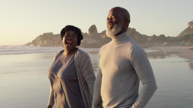 solnedgång promenader med min kärlek - senior walking bildbanksvideor och videomaterial från bakom kulisserna