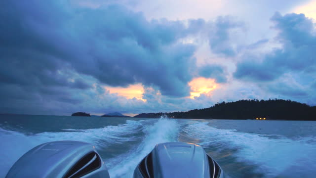 Sunset water surface behind of fast moving motor boat.Slow motion. - vídeo