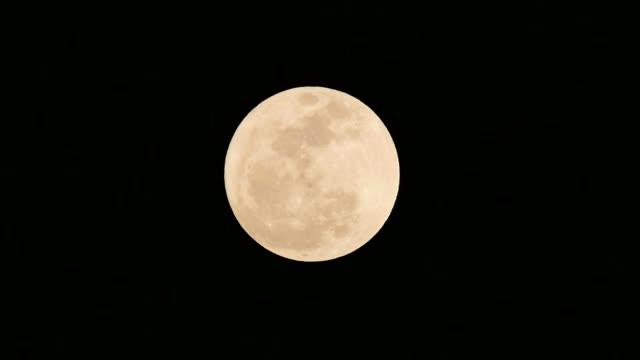 Super pleine lune montante. - Vidéo