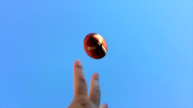 super slow motion hände fangen fußball - fangen stock-videos und b-roll-filmmaterial