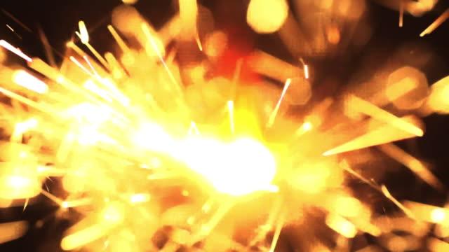 Super Zeitlupe von Sparkler Stick Weihnachten Neujahr Partei Geburtstag Hintergrund – Video