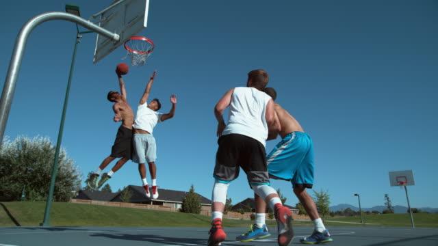 バスケ友達の超スローモーション撮影 - バスケットボール点の映像素材/bロール