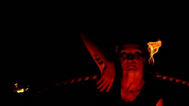 hd super slow-mo: artist performing fire hooping - circus stok videoları ve detay görüntü çekimi
