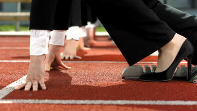 vidéos et rushes de hd super slow-motion: concurrence d'affaires - starting block