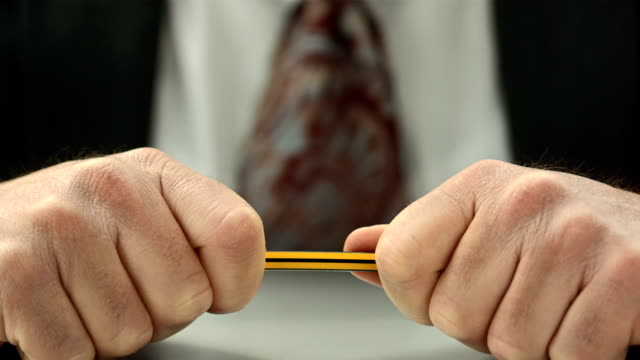 stockvideo's en b-roll-footage met hd super slow-mo: business man breaking the pencil - woedend