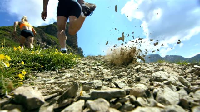 hd super slow-mo: extreme runner kicking the sand - jogging hill bildbanksvideor och videomaterial från bakom kulisserna