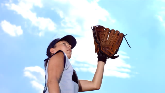 Super Zeitlupe, HD: Weibliche Softball Catcher In Aktion – Video