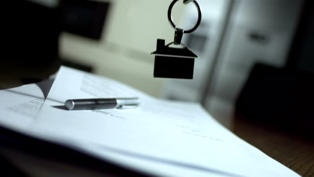 stockvideo's en b-roll-footage met hd super slow-mo: house keys on a signed contract - sleutel beveiligingsapparatuur