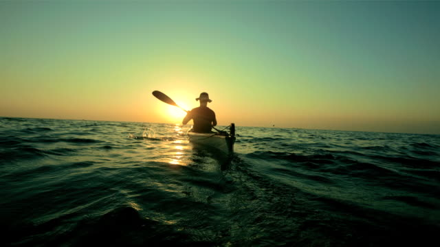 hd super slow-mo: kayaker in the sea at sunset - kanotsport bildbanksvideor och videomaterial från bakom kulisserna