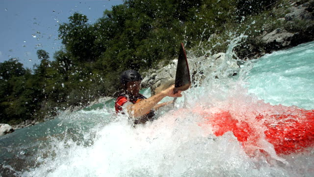 vidéos et rushes de hd super slow-motion: professionnel de canoë-kayak en action - kayak sport