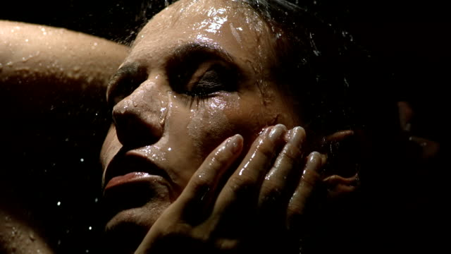 hd 超スローモーション: 性的女性のシャワー - 体 洗う点の映像素材/bロール