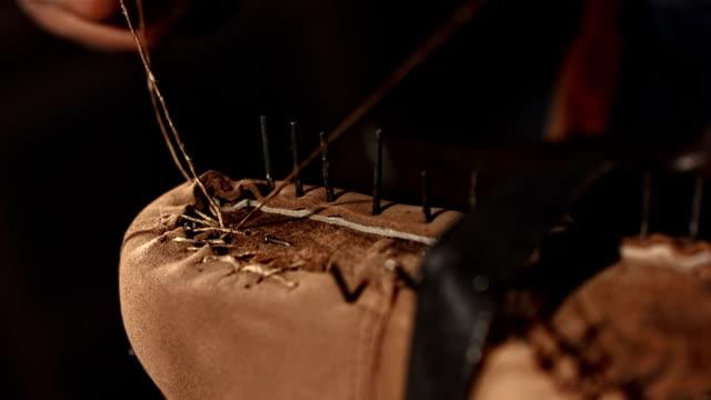 hd super slow-mo: shoemaker welting a shoe - läder bildbanksvideor och videomaterial från bakom kulisserna