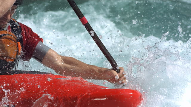 vidéos et rushes de super slow-mo: kayakiste en action - kayak sport