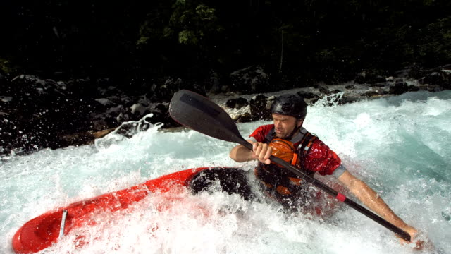 vidéos et rushes de hd super slow-motion: du kayak en eaux vives de formation - kayak sport