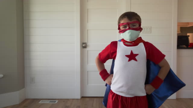 vídeos y material grabado en eventos de stock de chico superhéroe con dos máscaras - fuerza