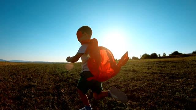 vídeos de stock e filmes b-roll de superhero run - super hero