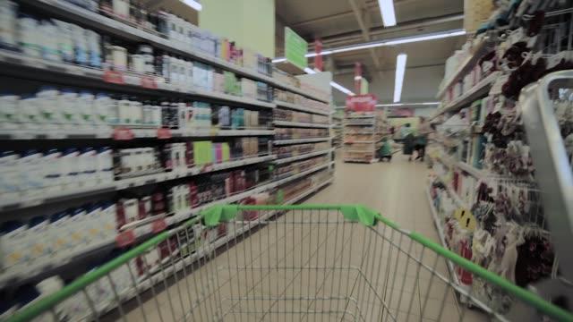 stormarknad shopping time lapse shopping vagn - dagligvaruhandel, hylla, bakgrund, blurred bildbanksvideor och videomaterial från bakom kulisserna