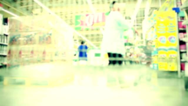 supermercato shopping - arto umano video stock e b–roll