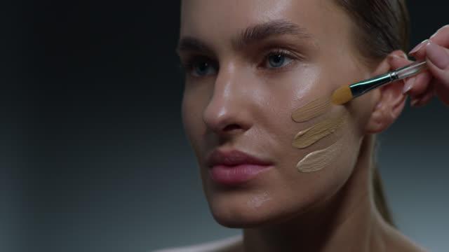 supermodel face closeup. fashion video. make-up - гримировальные краски стоковые видео и кадры b-roll