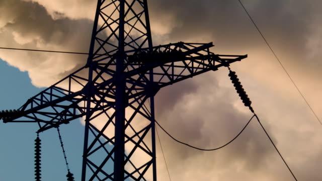 unterstützt high voltage power lines - reliability stock-videos und b-roll-filmmaterial