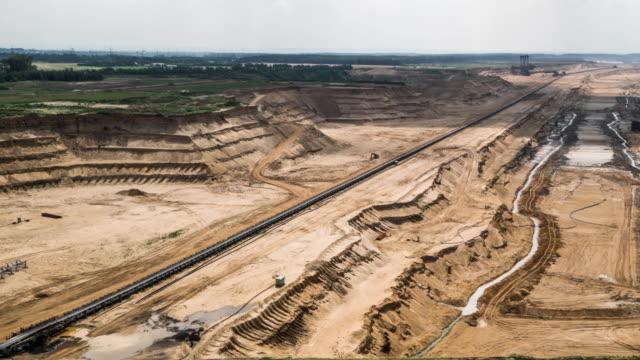luftaufnahme : flächenabbau - aerial view soil germany stock-videos und b-roll-filmmaterial
