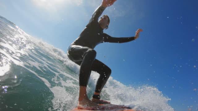 カリフォルニアでサーフィン - サーフィン点の映像素材/bロール
