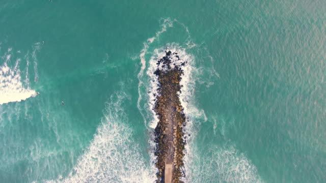 surfen in costa verde. lima - lima stock-videos und b-roll-filmmaterial