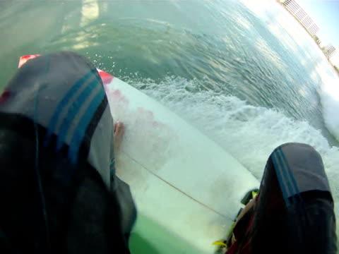 vídeos de stock, filmes e b-roll de ponto de vista de surfe - equipamento de esporte aquático