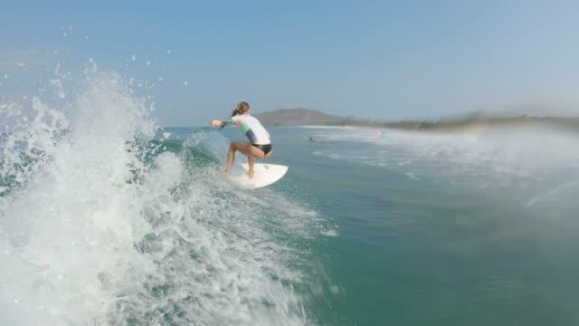 サーフィン - 後に続く点の映像素材/bロール
