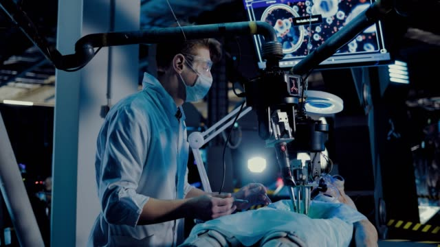vídeos y material grabado en eventos de stock de el cirujano hace una operación alienígena. los instrumentos y los sensores funcionan en la sala de operaciones. - autopsia