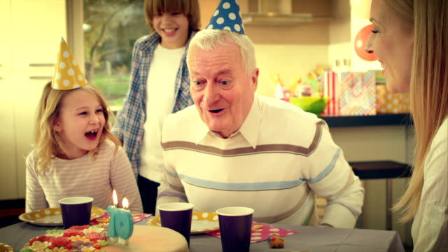 stockvideo's en b-roll-footage met slo mo surprise cake for grandpa - mid volwassen mannen